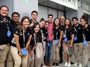 Daniel Coral acompañado del staff de Gente Nueva 2019
