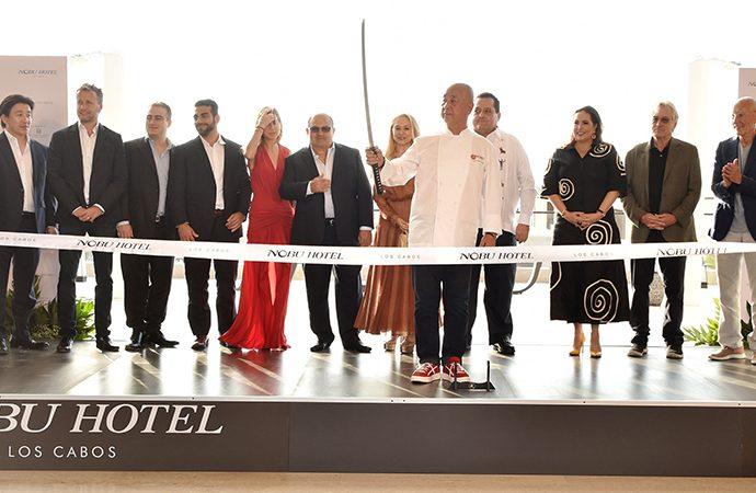 Gran festejo de los anfitriones Nobu Matsuhisa, Robert De Niro, Trevor Horwell y Meir Teper