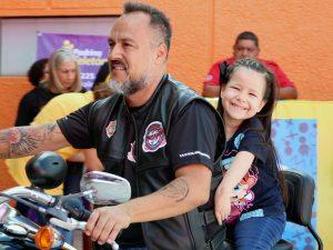 Los pequeños disfrutaron el recorrido en motocicletas Harley Davidson